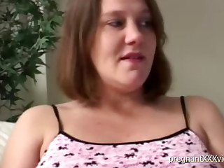 Pregnant Babe Receives Some Oral