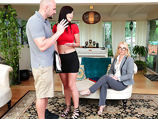 Moms Bang Teens – Homemade Porn With Stepmom