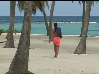 Jessica Has an Interracial Threesome on the Beach after a Swim
