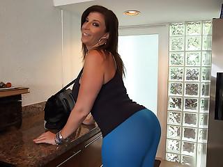 Sara Jay Makes That Dick Spray