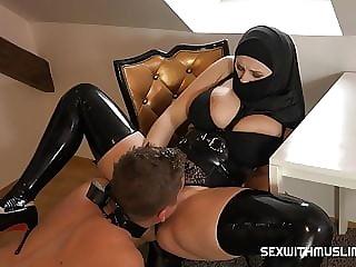 Femdom muslim goddess