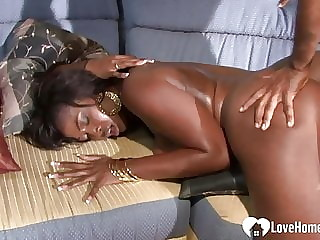 Mesmerizing black babe loves to get shagged