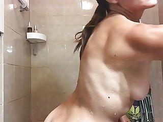youtuber ana shower